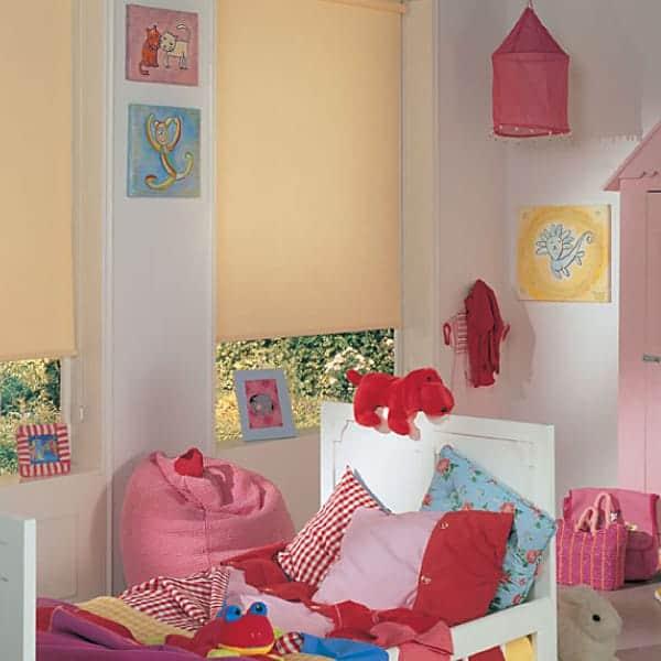 erm glichen sichtschutz rollos und plissee auch einen. Black Bedroom Furniture Sets. Home Design Ideas