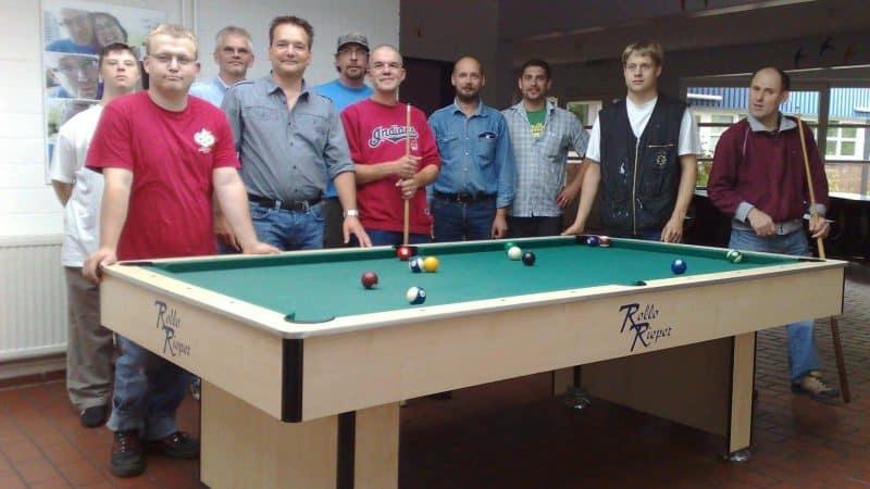Rollo Rieper spendet Billardtisch an Lebenshilfe Rotenburg-Verden nach Gewinnspielaktion (vom 28.08.08)