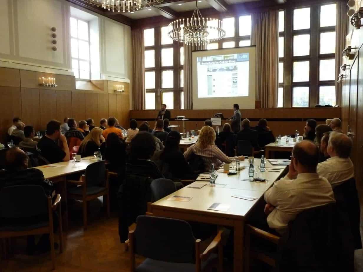 Rouven Rieper hält Vortrag beim NEG Kongress im Rathaus Bremen am 10.06.2010