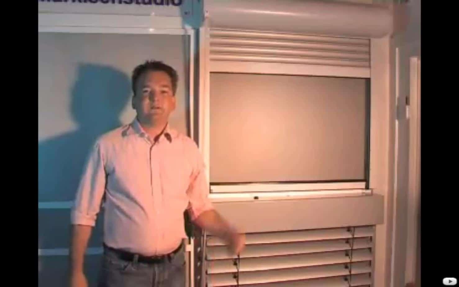 Insektenschutz im Rolladen integriert als Rollo: Frage unseres Kunden zur Funktion und Bedienung