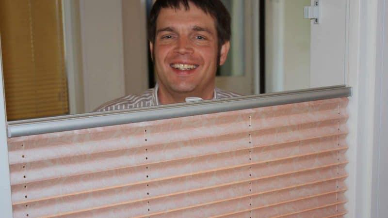 Plissee halb-transparent: bieten Plissees einen Sichtschutz, wenn sie noch Tageslicht durchlassen?