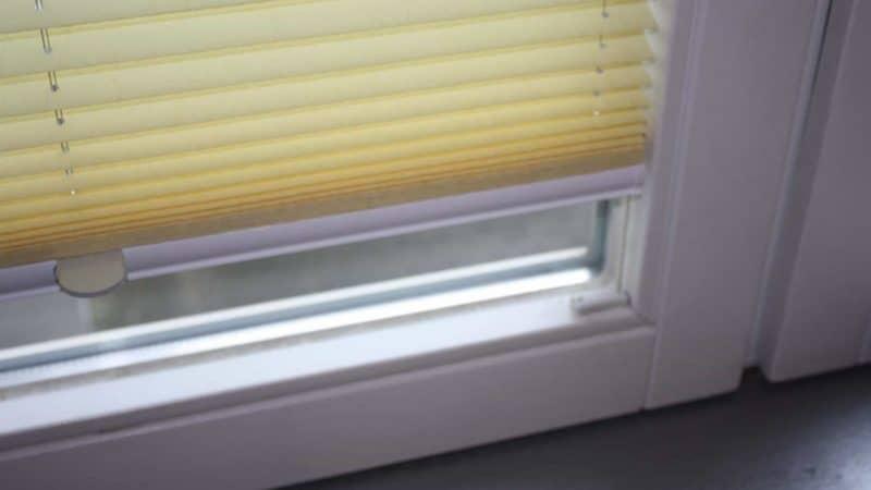 Plissee (Faltos) bestellen im Onlineshop: wie tief muss der innere Rahmen der Fenster sein, damit das Plissee vor der Fenster-Scheibe läuft?
