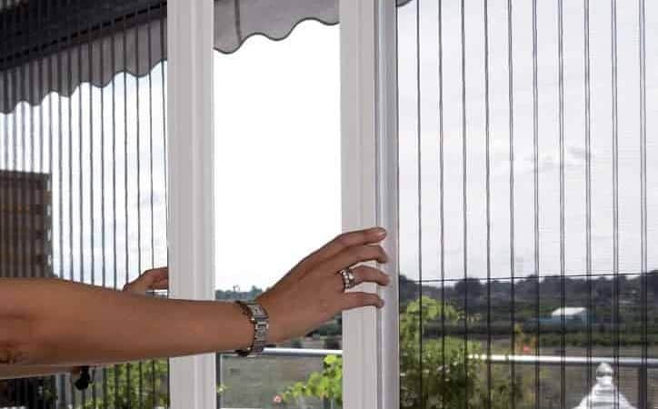 Neu: Plissee Insektenschutz Tür maßgefertigt zum günstigen Preis im Online Shop von RolloRieper.de