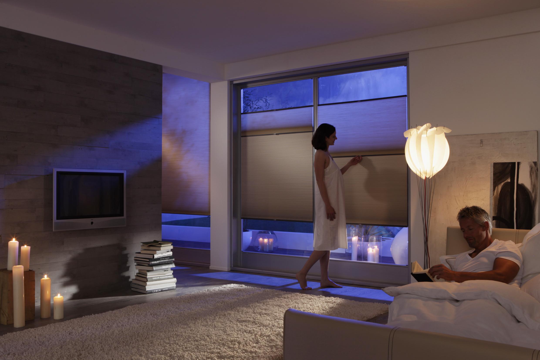 duette plissee schm cken sie ihr fenster mit einem. Black Bedroom Furniture Sets. Home Design Ideas