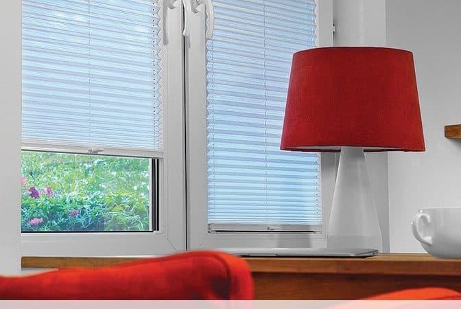Sichtschutz: neues EcoLine Plissee von Rollo Rieper eignet sich als Sichtschutz in Schlafzimmer, Küche oder Bad