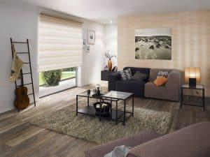 Wohnzimmer Fenster mit gestreiftem Doppelrollo von Rollo Rieper