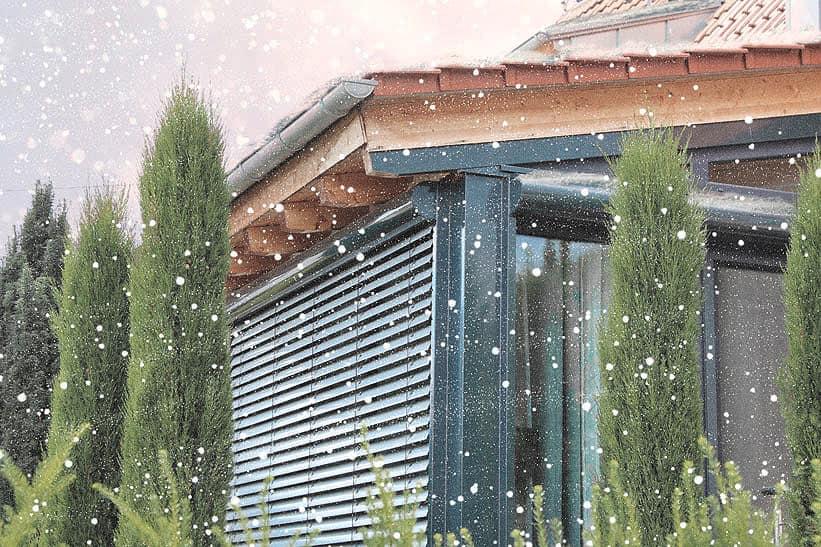 Außenjalousien im Winter: Tipps zur Pflege und Reinigung für die Wintermonate
