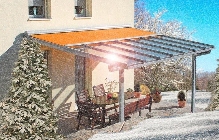 Markisen im Winter: Auch die Beschattung über einer Terrassenüberdachung muss winterfest gemacht werden