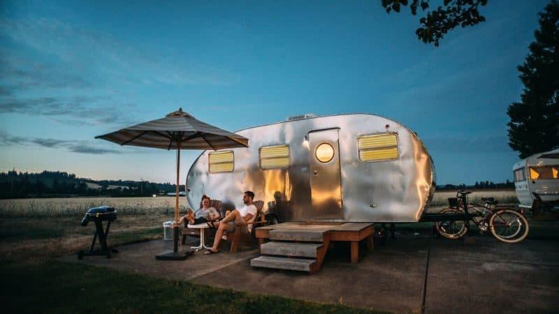 Camping Plissees und Rollos: Was sind die besten Systeme für den nachträglichen Einbau?