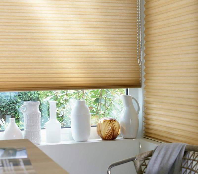 duette plissee fk plissees in wabenform mit bedienkette. Black Bedroom Furniture Sets. Home Design Ideas